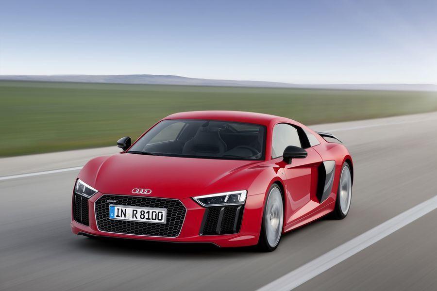 Audi R8 saab Porsche Panamera kuuesilindrilise mootori