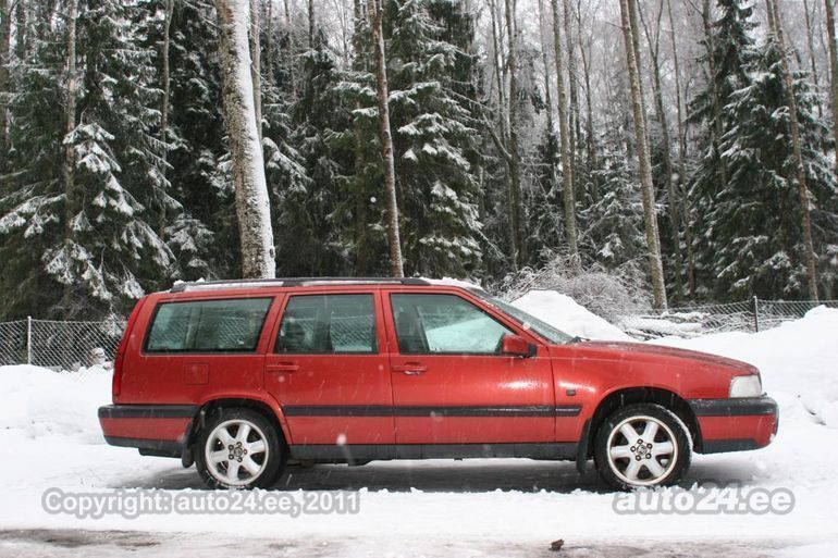 volvo v70 xc awd cross country 2 4 142kw. Black Bedroom Furniture Sets. Home Design Ideas